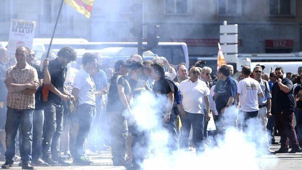Taxistas protestando en España (AFP)