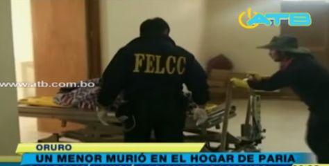 Efectivos de la Fuerza Especial de Lucha Contra el Crimen de Oruro, cuando levantaron el cadaver del menor fallecido.