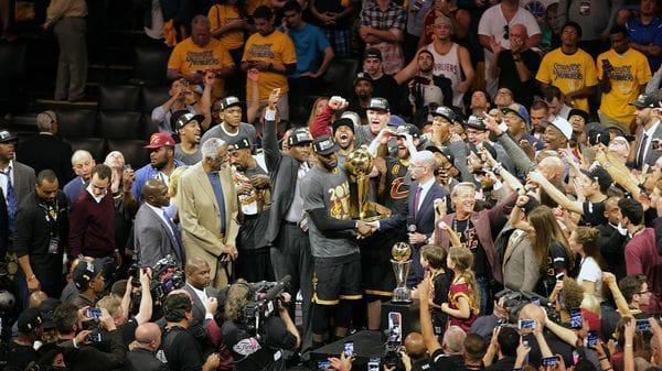 Los Cavaliers consiguieron el título de NBA de la última temporada, con LeBron James como figura (Reuters)