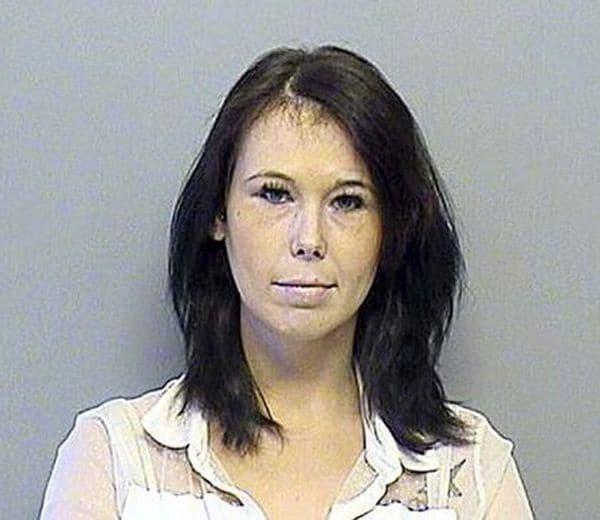 El 30 de abril de 2015 Sims fue detenida en Tulsa, Oklahoma, luego de haber ultrajado el cuerpo de su rival (Policía de Tulsa)