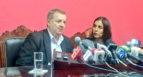 Los presidentes de las cámaras de Senadores y Diputados, José Alberto Gonzales y Gabriela Montaño, respectivamente, en conferencia de prensa.