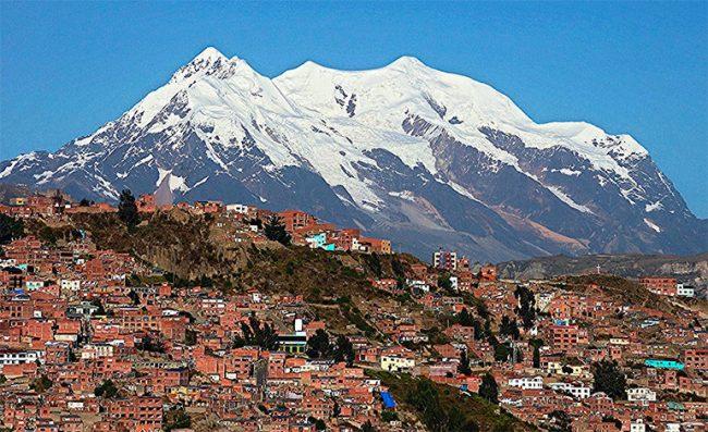 Piden declarar patrimonio natural al nevado boliviano Illimani