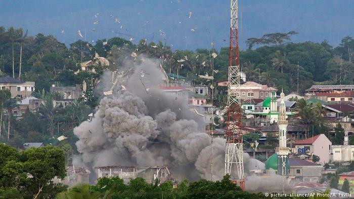 Bombardeos en Marawi, ocupada por islamistas.