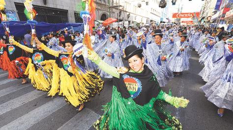 Danzantes. La morenada impone su ritmo en la entrada deJesús del Gran Poder, que cada año toma las calles de La Paz.