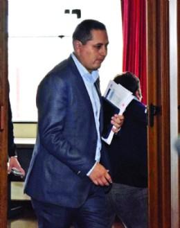 El presidente de YPFB está cercado por el caso taladros