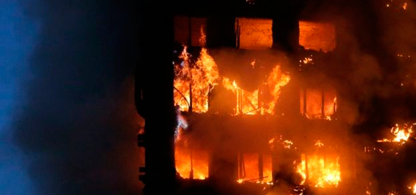 Se cree que el incendio comenzó en el cuarto piso, pero las causas aún no están determinadas. Foto: Getty Images