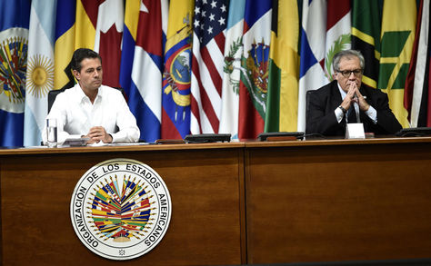 Cancún. El presidente mexicano, Enrique Peña Nieto (Izq.) y el secretario general de la OEA, Luis Alamagro, durante la apertura de la 47 Asamblea General. Foto: AFP