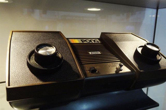 Uno de los antiguos modelos de consola de videojuegos de Atari exhibidos por el Museo de Informática