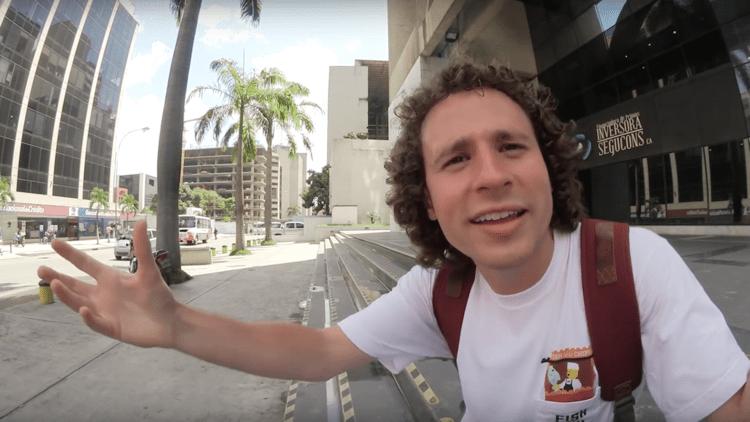 Venezuela: Asaltan a un 'youtuber' mexicano mientras recorría las calles de Caracas