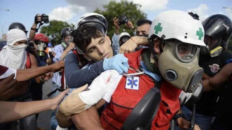 Vallenilla fue trasladado a la clínica El Ávila, donde murió mientras era operado (AFP)