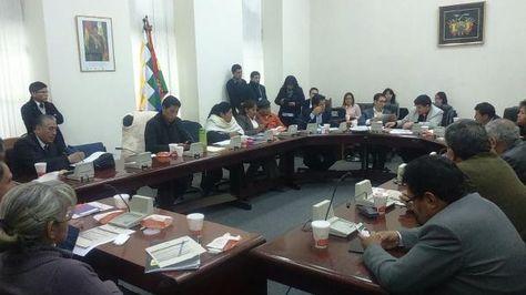 Encuentro entre miembros de la Comisión Mixta de Justicia Plural y del CEUB.