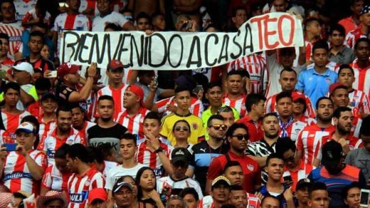 Más de 45.000 personas acudieron a la presentación de Teófilo Gutiérrez (EFE)