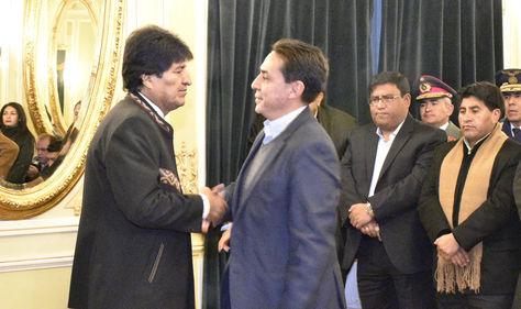 El presidente Evo Morales posesionó a Mario Guillén como ministro de Economía. Foto ABI