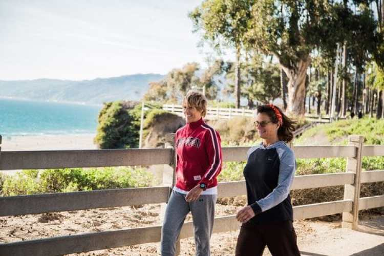 Diana Nyad (izquierda) y Bonnie Stoll tienen la intención de cruzar Estados Unidos caminando (Cortesía de EverWalk)