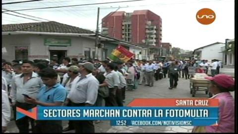 Vecinos protestan contra las fotomultas y el ajuste de la tarifa eléctrica