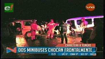 Choque de minibuses en la carretera La Paz-Yungas deja nueve heridos