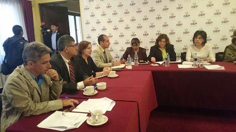 Reunión entre vocales del TSE y la misión electoral de la OEA.