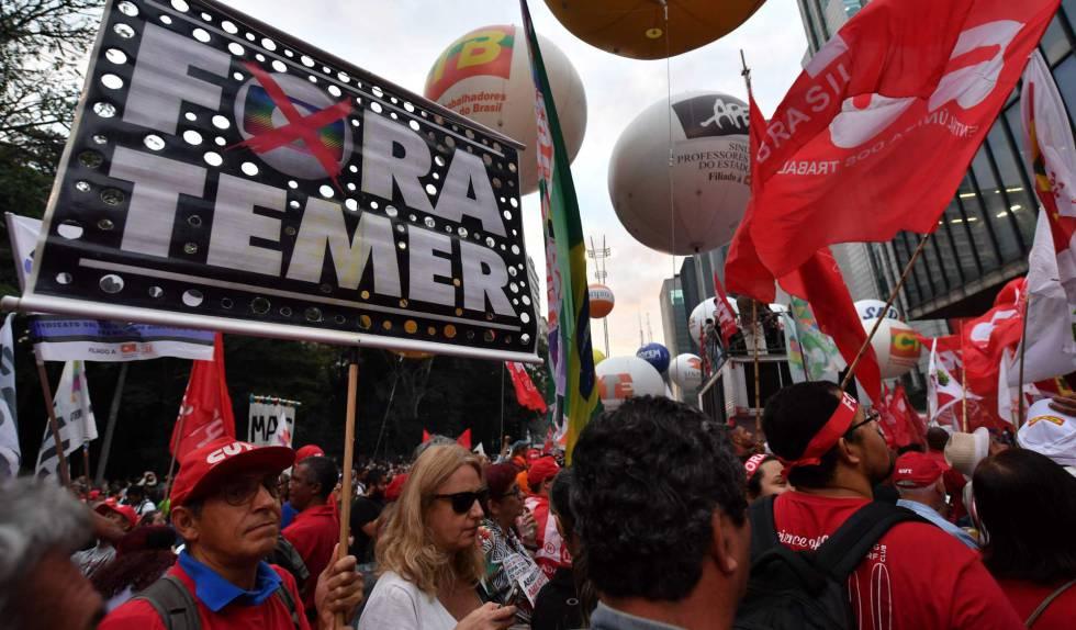 Manifestantes contra Temer, el pasado viernes en São Paulo