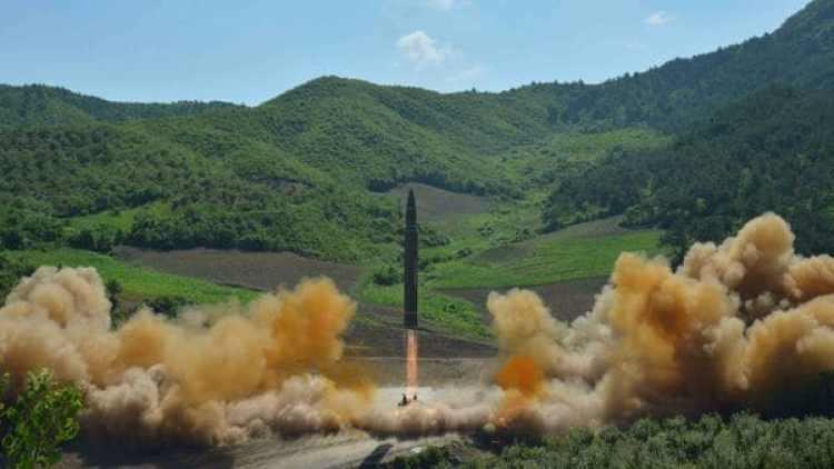 El misil balístico intercontinental Hwasong-14 lanzado este martes por el régimen de Pyongyang (Reuters)