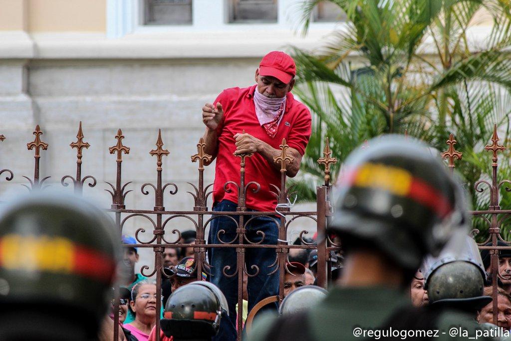 El asalto a la AN en imágenes. Foto: Régulo Gómez / LaPatilla.com