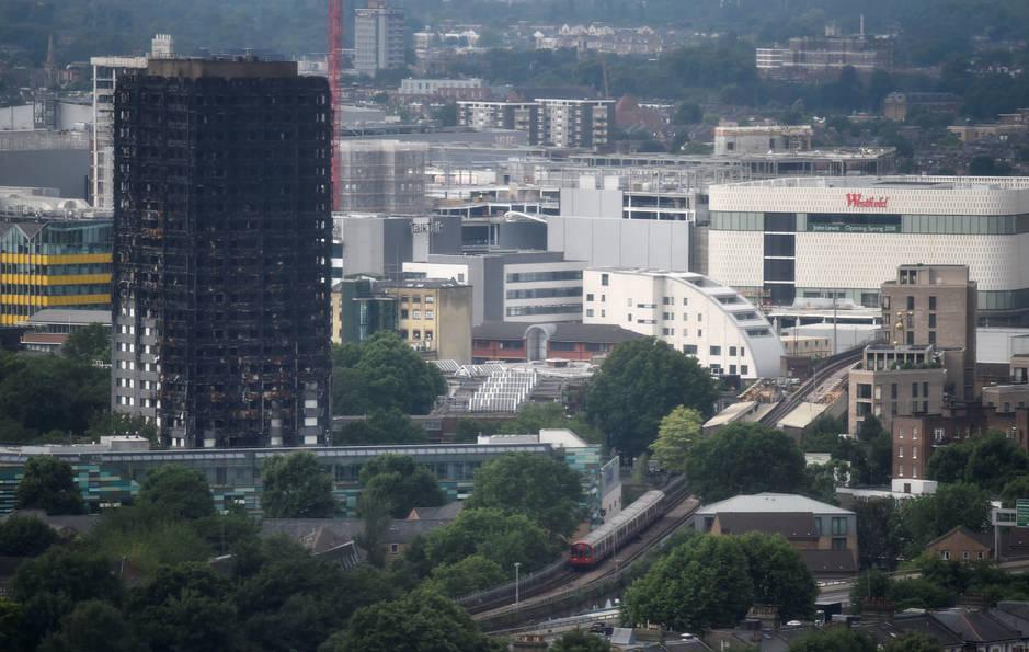 Los restos de la torre Grenfell, en North Kensington. (Reuters / Hannah McKay)