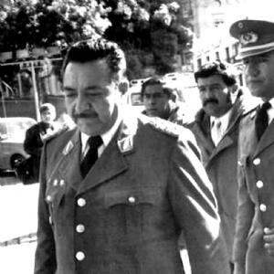 Militares heredaron bonos y beneficios de una dictadura