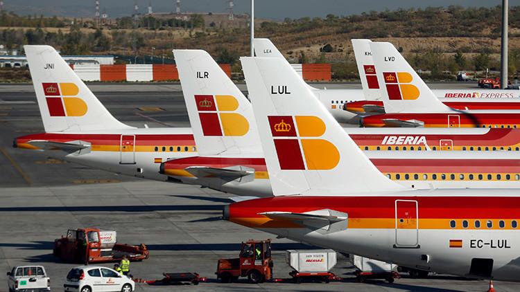 España: Multan a la aerolínea Iberia por realizar pruebas de embarazo a aspirantes a azafatas