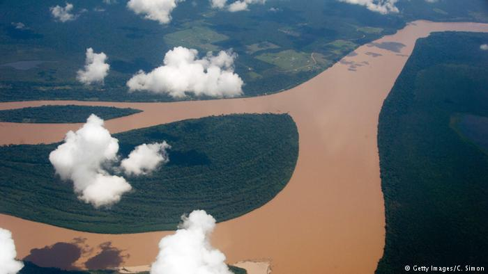 Fluss - Amazonas Brasilien (Getty Images/C. Simon)