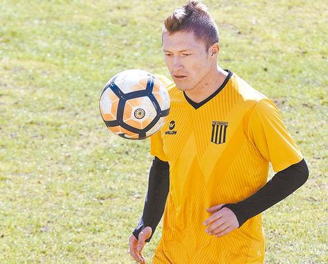 Chumacero en una práctica de The Strongest en el estadio Rafael Mendoza. Foto: Miguel Carrasco