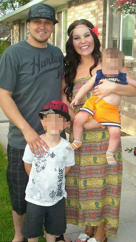 La pareja junto con sus dos hijos mayores en 2013 (Facebook)