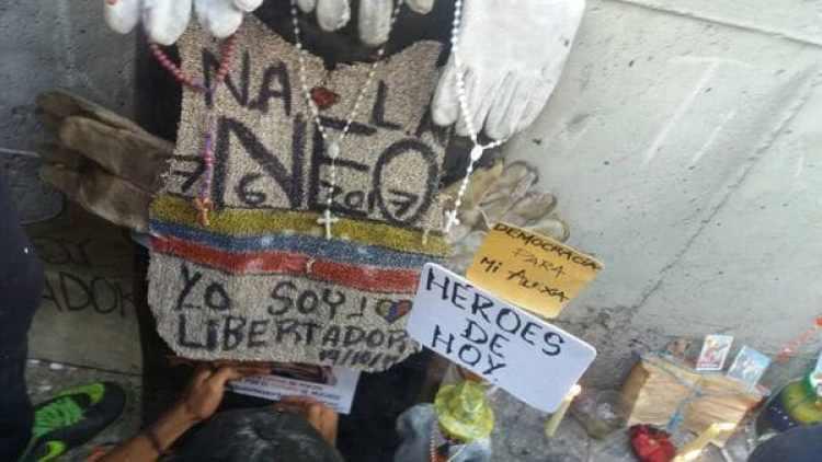 """""""Héroes de hoy"""", se puede leer en uno de los mensajes dedicados a los venezolanos caídos"""