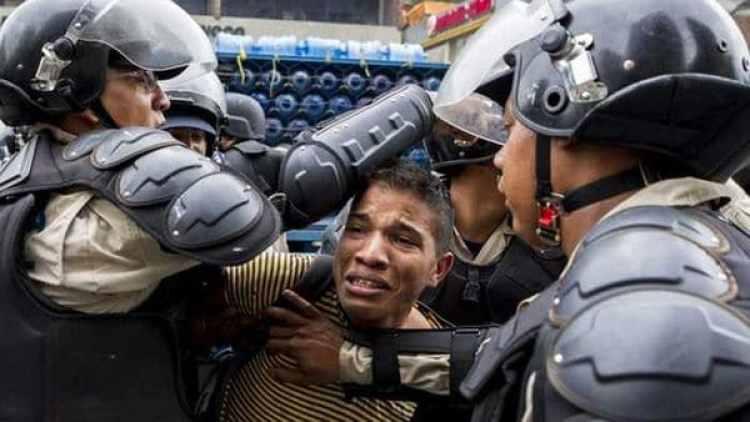 Las detenciones son habituales en las marchas opositoras