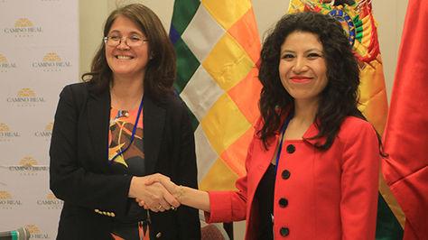 La directora de Límites de la Cancillería de Chile, Ximena Fuentes y la directora general de Relaciones Bilaterales, Dayana Ríos.