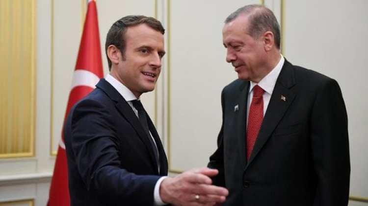El presidente turco Recep Erdogan, cuyo países ha experimentado graves retrocesos democráticos, es recibido por su par en Francia (Reuters)