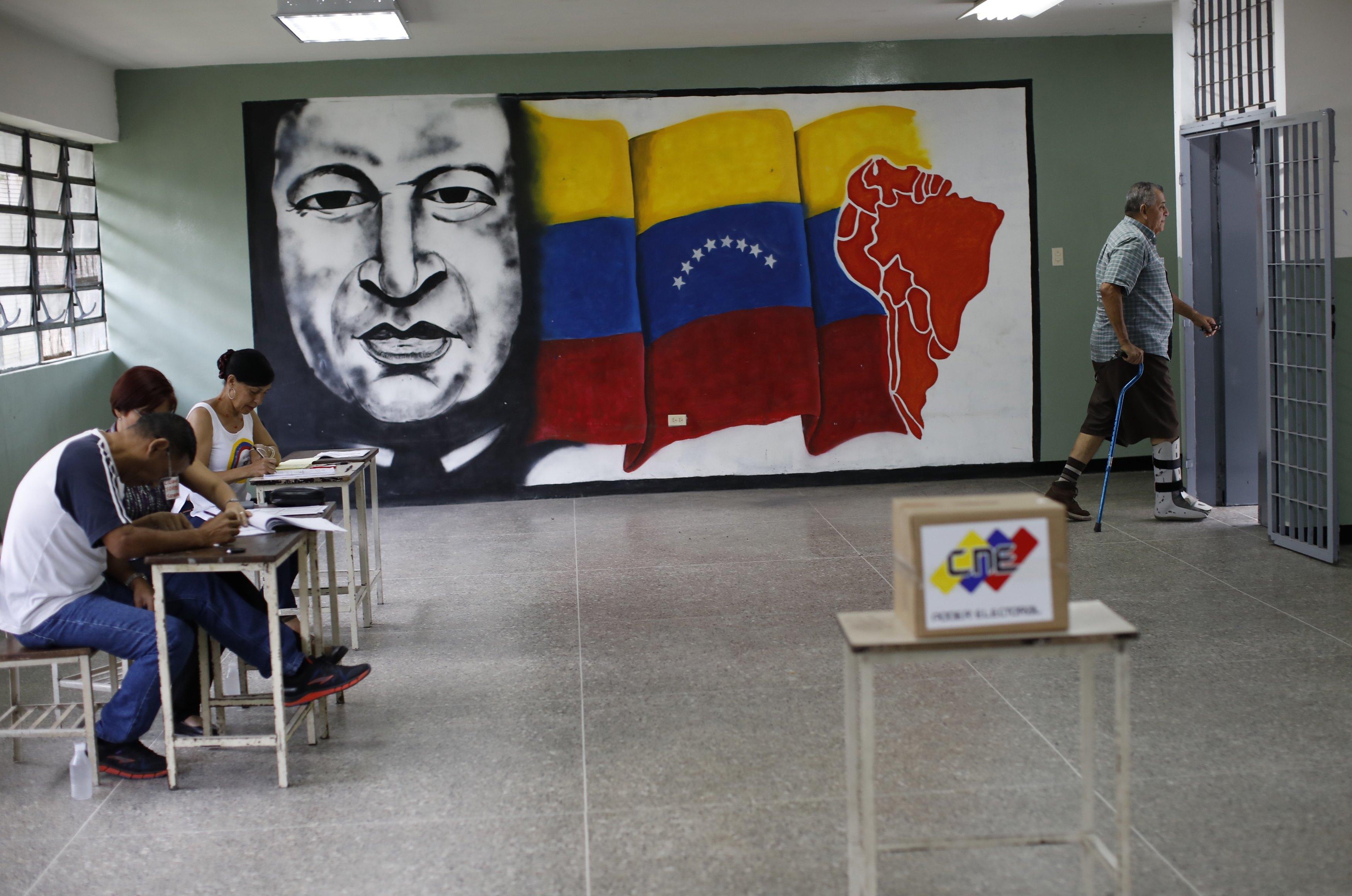 Una sala de votación del CNE en Caracas este domingo (Reuters)
