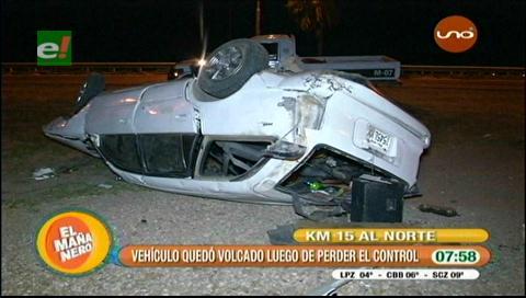 Vuelque de vehículo deja dos personas heridas