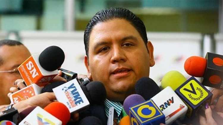 Luis Emilio Rondón es el único de los cinco miembros del CNE no afín al chavismo