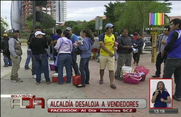 Alcaldía de Santa Cruz desaloja a vendedores