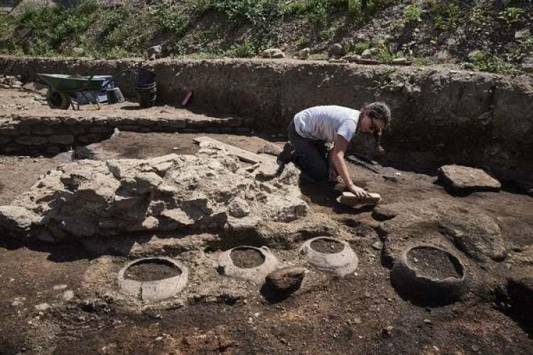 Las excavaciones comenzaron en abril y se extenderán hasta diciembre (AFP)