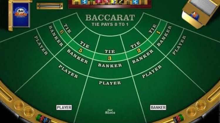 Una mesa de bacará, un juego de cartas francés común en los casinos
