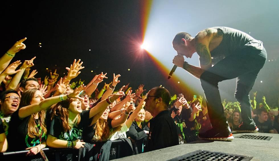Chester Bennington, de la banda Linkin Park en 2014. rn