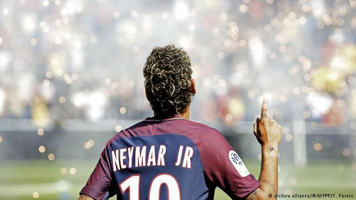 Frankreich Präsentation Neymars im Stadion (picture alliance/MAXPPP/Y. Foreix)