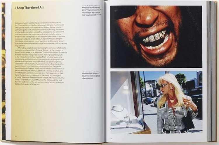 """En el interior de """"Generation Wealth"""", Lil Jon muestra sus incisivos de platino y diamante en los Soul Train Awards de 2004. (Lauren Greenfield / Phaidon)"""
