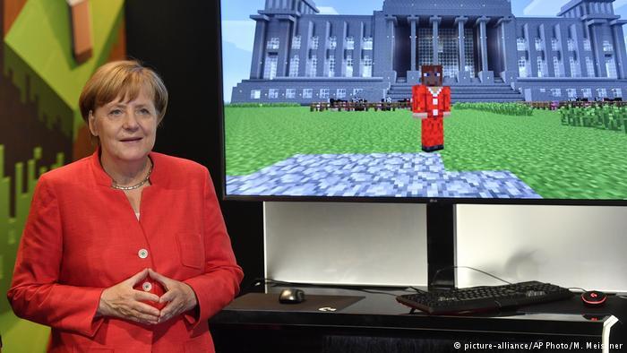 Deutschland | BK Merkel auf der Gamescom (picture-alliance/AP Photo/M. Meissner)