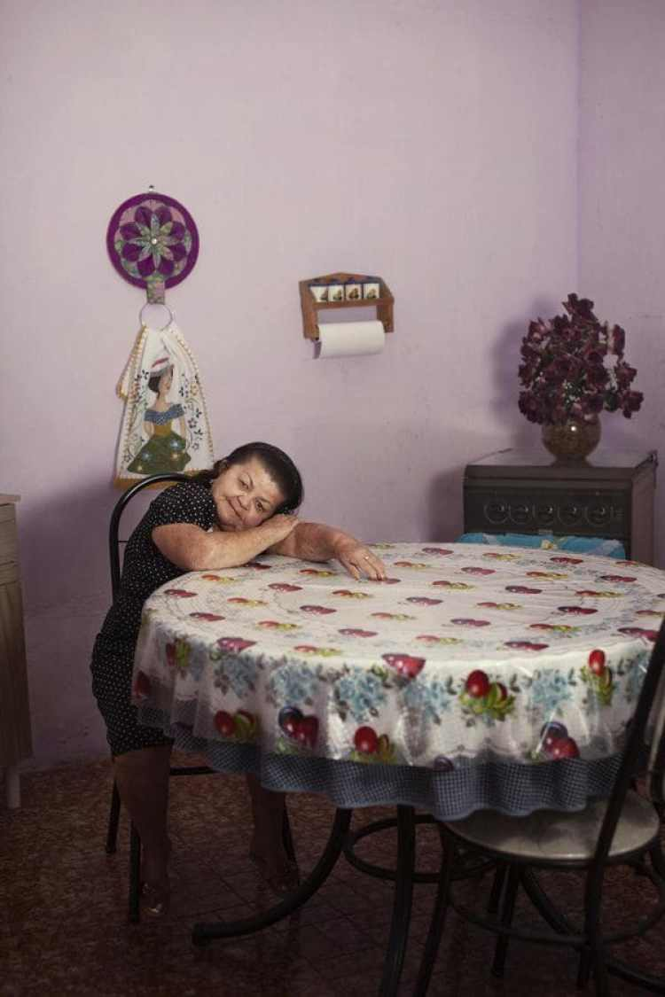 Juvencia Maria de Melo, de 65 años, trabajó recogiendo naranjas y limones en una granja hasta los 62.