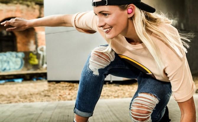 Los nuevos auriculares deportivos de Samsung mejoran la autonomía e invocan a Bixby