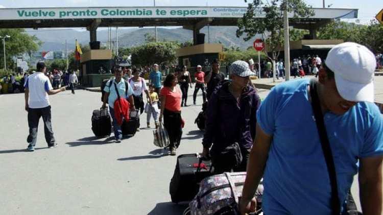 Cada día cientos de venezolanos cruzan la frontera haciaColombia en busca de mejores oportunidades de vida. (Reuters)