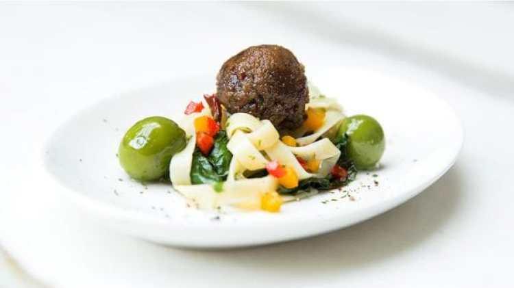 Una de las porciones de carne aumentada que probaron los inversores el miércoles (Memphis Meats)