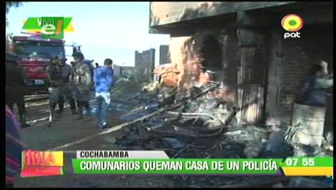 Vecinos queman vivienda de expolicía acusado de violar a joven