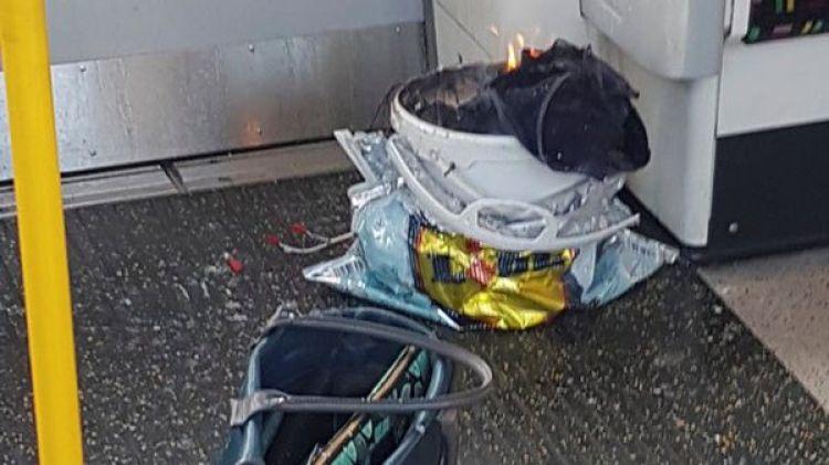 El recipiente seguía ardiendo varios minutos después del estallido (Reuters)